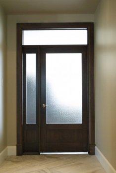 Portes et cadres de portes en bois