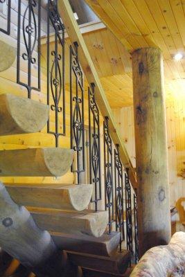 Escalier en bois et plafond en bois