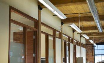 Cadres de portes et de fenêtres en bois